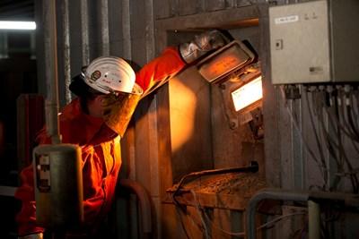 Работник във въглищна електроцентрала близо до Франкфурт, Германия СНИМКА: EUROPEAN UNION 2013