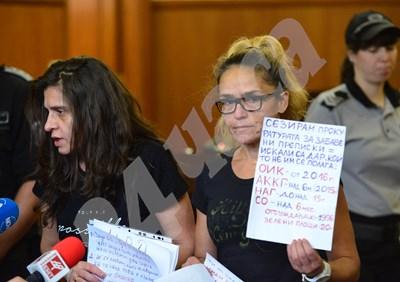Десислава Иванчева и Биляна Петрова (вляво) по време на съдебно заседание