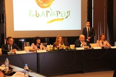 Министърът на туризма Николина Ангелкова обяви приоритетите за 2019 г. на конференция.