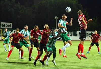 Камбуров пак вкара първия гол за сезона, на един е от вечния рекорд