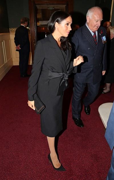 Петната върху крака на херцогинята СНИМКИ: Ройтерс