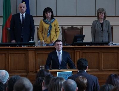 Атанасов положи клетва пред парламента и благодари за доверието, като той беше избран напълно единодушно. СНИМКА: Десислава Кулелиева