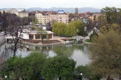 """Проектът за устройствен план на Борисовата градина предвижда възстановяване в автентичния му вид на езерото """"Ариана"""".  СНИМКА: """"24 ЧАСА"""""""
