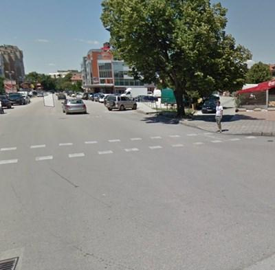 """Катастрофата е станала на кръстовището на бул. """"Македония"""" и ул. """"Добрич"""" в Силистра СНИМКА: Гугъл стрийт вю"""