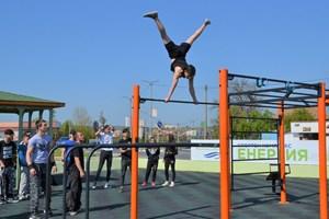 """Спортният комплекс """"Енергия"""" събира много млади хора."""