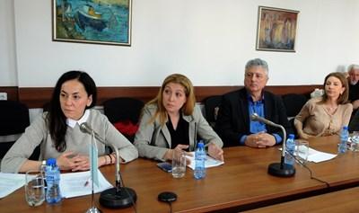 Членовете на СЕМ. От ляво на дясно: Мария Стоянова, София Владимирова, Иво Атанасов и Розита Еленова.  СНИМКА: АРХИВ