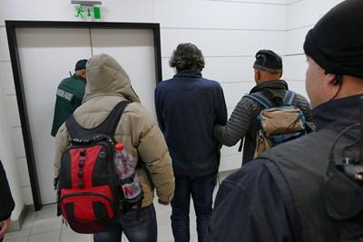 Николай Банев кацна след жена си с полет от Франция през Франкфурт в 13,39 ч в четвъртък. СНИМКА: МВР