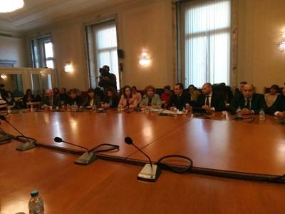 Бюджетната комисия даде зелена светлина на проекта за промени в закона за хазарта на Валери Симеонов. Снимка 24 ЧАСА