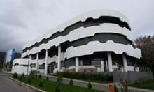 Полиция, жандармерия и ГДБОП влязоха във футболната централа в Бояна. Преглеждат се документи и компютри