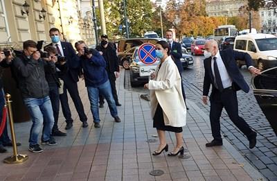 Беларуската опозиционна лидерка Светлана Тихановска пристига за среща с френския президент Макрон във Вилнюс СНИМКА: Ройтерс