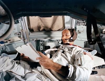 """""""168 часа: Майкъл Колинс, най-самотният човек в историята, имал 18 плана как да спаси Армстронг и Олдрин"""