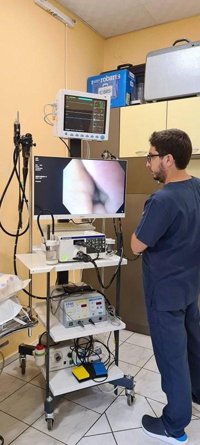 Д-р Илко Костурков демонстрира новата техника