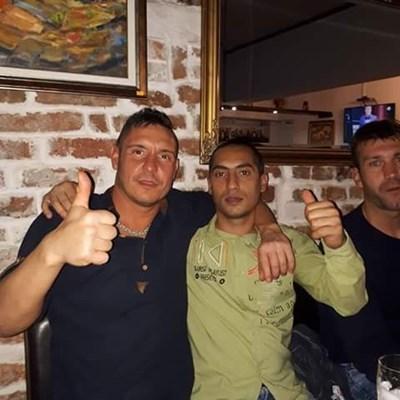 Светослав ( в средата) с приятелите си Генчо Стефанов и Димитър Кушев.