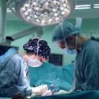 Лекари от плевенска болница са извадили 20-килограмов тумор от корема на 250-килограмовата пациентка, която пожарникари вадиха през прозорец от дома й в Долна Оряховица. Снимка Архив