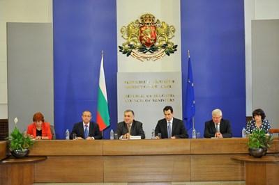 Първото заседание на Националния съвет за тристранно сътрудничество със служебния кабинет бе открито от премиера Георги Близнашки. СНИМКА: Пиер Петров