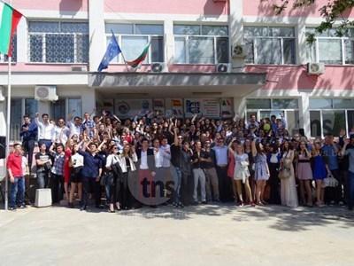 """Езикова гимназия """"Иван Вазов"""" е сред най-елитните в Пловдив. Десет нейни ученици поемат към Окаяма."""