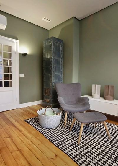 """I място в категория """"Частен интериор"""" - апартаменти, в конкурса """"Къща на годината"""" на списание """"Идеален дом"""":  Нова версия за стария дом с кахлените печки"""
