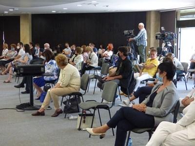 Конференцията се проведе в НДК при спазване на противоепидемичните мерки.