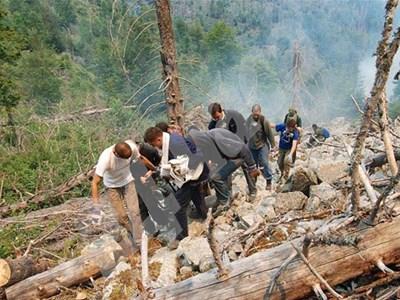 Доброволци се включиха много силно в гасенето на пожара на Витоша. СНИМКА: 24 часа