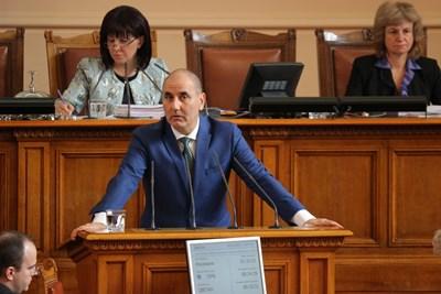 Цветан Цветанов в парламента днес СНИМКА: Румяна Тонева