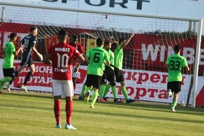 Варненци се радват след поредния гол във вратата на ЦСКА. СНИМКА: Николай Литов