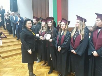 Министър Десислава Танева връчи дипломите на магистрите, които завършиха Аграрния университет