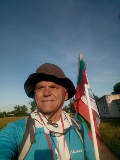 Самотният походник Петьо Попов от Козлодуй.