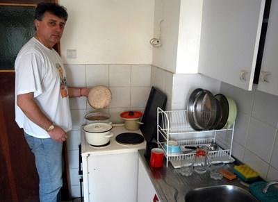 Иво Атанасов пести, като разчита на домашно приготвена храна.