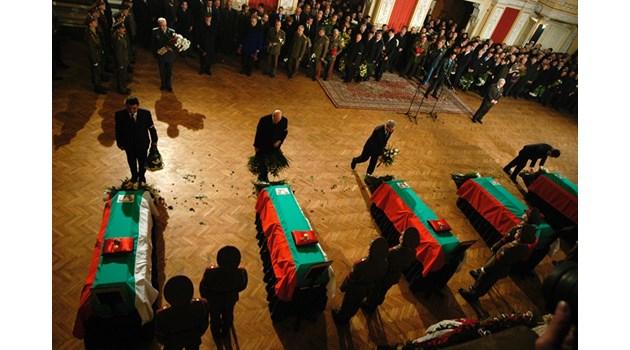 """Проклятието """"Смърт на Коледа"""" - България изплаща кървава карма"""