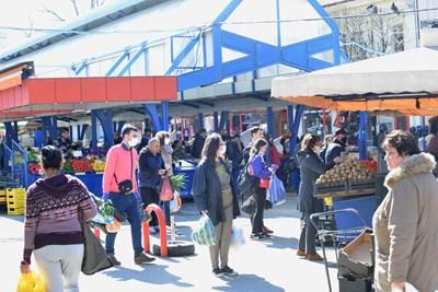 Женският пазар в столицата беше дезинфекциран в сряда. СНИМКА: Йордан Симeонов