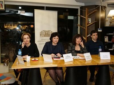 Гергана Паси, Таня Михайлова, Ваня Кастрева и Петър Кънчев изслушаха дискусията на родителите. СНИМКА: Йордан Симeонов