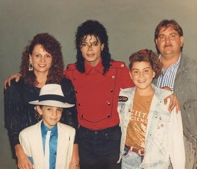 Джексън със семейството на Уейд Робсън