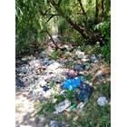 Битови отпадъци са изхвърлени край язовира