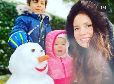 Соня Йончева направи снежен човек заедно с двете си деца