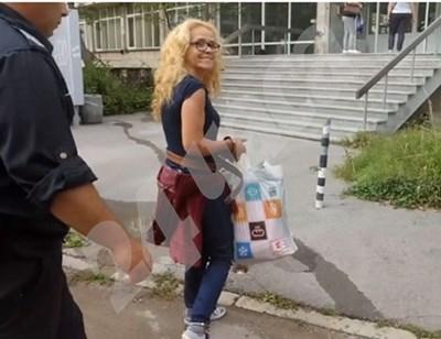 Водят Иванчева на преглед Кадър: Фейсбук/Десислава Иванчева СНИМКА: 24 часа