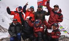 10 непалци сториха немислимото - изкачиха К2 през зимата. Испанец падна в пукнатина и загина