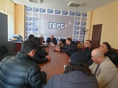 """da08b7e2e17 """"ГЕРБ и ЕНП са доказали, че могат да решават проблемите на Европа и да  бъдат близко до хората."""", каза областният координатор на партията Владислав  Николов ..."""