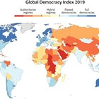 Колкото по-тъмно синьо е оцветена държавата, толкова по-демократична е. Колкото по-тъмно червена е, толкова по-ниско е нивото на демокрация. Кликни, за да видиш графиката по-голяма ГРАФИКА: Economist Intelligence Unit