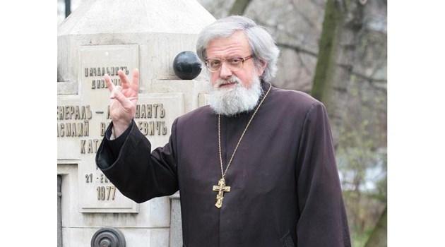 Свещеник обвинен в плагиатство