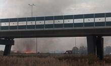 Пожарникари за огъня в София: Няма опасност за хората и летището (Видео)