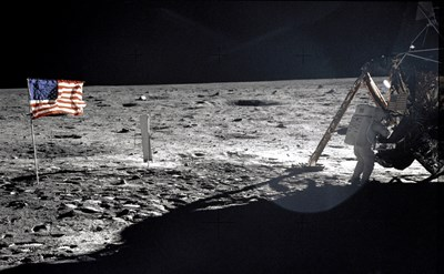 Нийл Армстронг прави първите крачки на Луната СНИМКА: Ройтерс