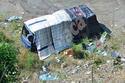 Катастрофиралият автобус  СНИМКИ: Йордан Симеонов