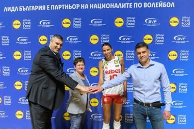 Любомир Ганев, Милена Драгийска, Елица Василева и Давид Давидов при обявяването на партньорството между Българската федерация по волейбол и Лидл България.