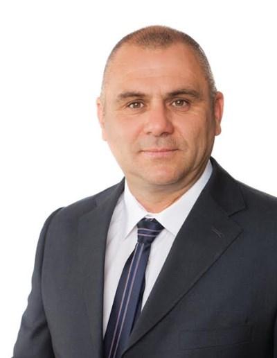 Никола Узунов