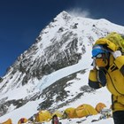 Връх Еверест ще се повдига заради движението на Индийската към Евроазиатската плоча.