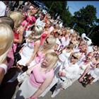 Блондинките се смеят последни – те печелят повече от брюнетки и червенокоси
