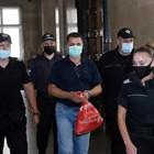 Асенов бе доведен с белезници в съда.  СНИМКА: ВЕЛИСЛАВ НИКОЛОВ