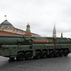 """Страховитият ракетен комплекс """"Ярс"""" е сред най-впечатляващите модернизирани оръжия, които бяха показани в Москва."""