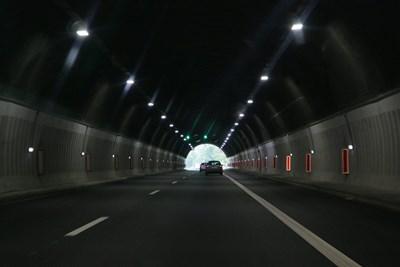 """Утре – 14-ти май, от 9:30 ч. до 16:30 ч., движението за София в тунел """"Мало Бучино"""" на автомагистрала """"Струма"""" ще се осъществява в активната лента"""