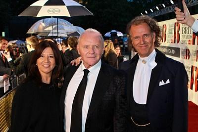 Антъни Хопкинс и Андре Рийо на концерт на холандския музикант